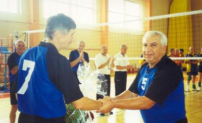 Василь Ватаманюк (праворуч) вітає Серафима Синицького
