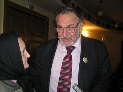 Перший голова «ЗРБ» Леонтій Сандуляк, як і 20 років тому слухав скарги Домніки Головач. Але, на жаль, усвідомлював, що держава убезпечила себе від потерпілих... законодавчо.