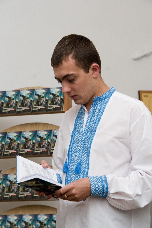 Гуцульский Кустуріца зі своєю книгою