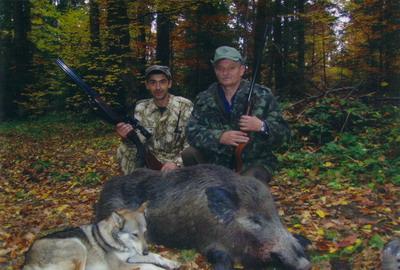На полюванні – головний мисливець  області Валерій Кашпор разом з директором Берегометського державного лісомисливського господарства Миколою Костюком