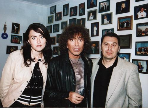 Сергій Писаренко з дружиною Аліною та Валерієм Леонтьєвим, який вчора святкував 60-ти річчя