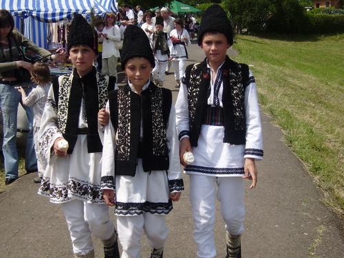 Юні гуцули з Івано-Франківщини