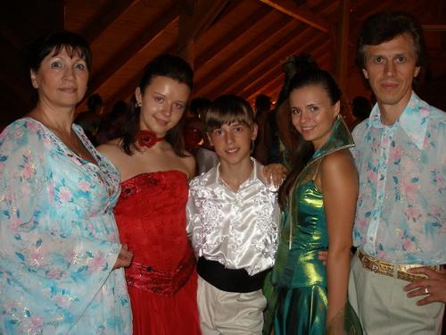 З Марією та Володимиром ЛОБУРАКАМИ та подругами по гуртку