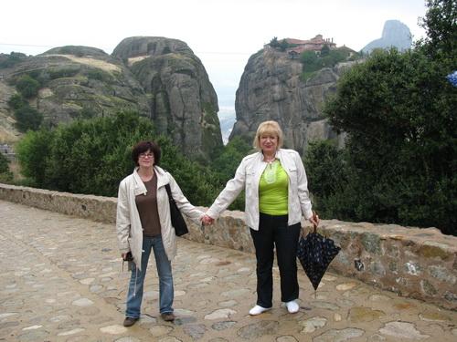 Дві Алли — Литвиненко і Єзерська дорогою до монастиря