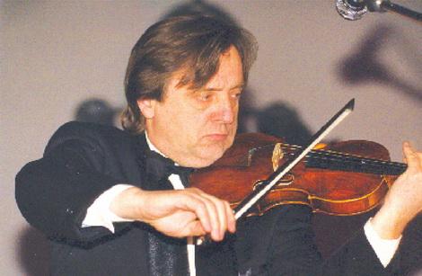 «Схиблений» на скрипці Павло Чоботов