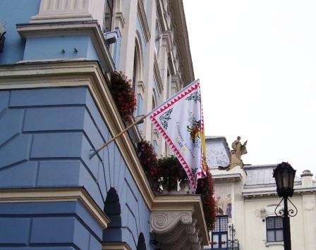 Прапор Чернівців на ратуші