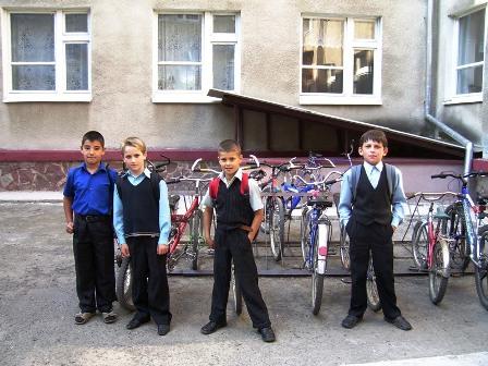 «Вашківецький шкільний паркінг» ( фотоконкурс «День 2009», робота брала участь у конкурсі)