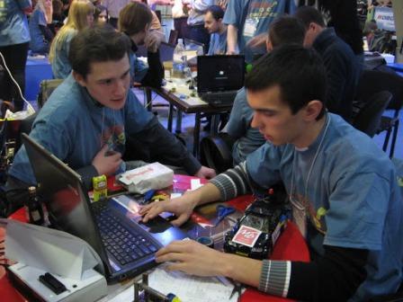 Олексій Івлев( зліва) та Анатолій Банар - учасники команди «W3 Force»