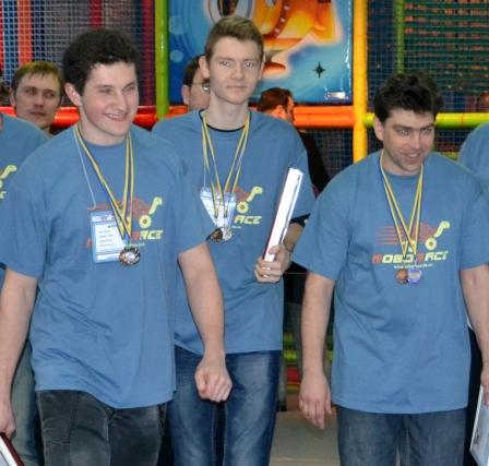 Ці переможні моделі представили (зліва направо) Микола Козленко, Степан Стурко, Мар'ян Федірко, які отримали дипломи, медалі та кубок.