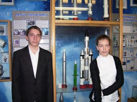 Учасники секції «Історія розвитку авіації та космонавтики» Данило Васеленчук і  Євгенія Шерстень