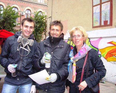 Графіті-фестиваль. Зліва направо: Юрій Галін, Михайло Петрусяк, Тетяна Спориніна. 8.10.2011