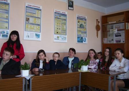 Учні Вашківецької школи підготували цікаві доповіді про визначні події квітня.