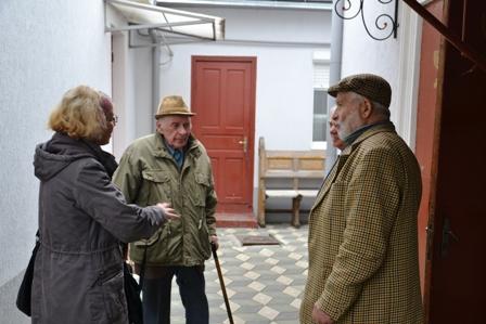21.10.2012  Зустріч на подвір'ї синагоги.