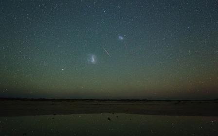 Астрофотограф Колін Леґґ (Colin Legg) зробив цю світлину день тому в Австралії. На ній метеор з потоку Персеїди між двома знаменитими небесними об'єктами — Великою і Малою Магеллановими Хмарами — найближчими до нас галактиками. ( Інформація с сайту Ми і Всесвіт Івана Крячка)