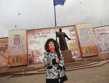 І не подумаєш, що ця симпатична дівчина цілу ніч була на Євромайдані. Весела і завзята!