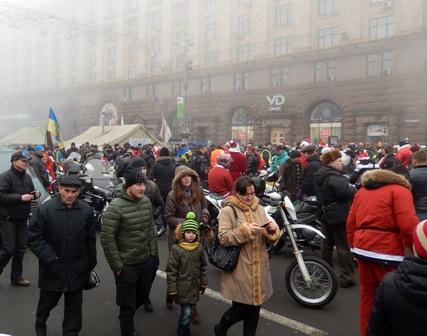 Байкери - діди-морози  з подарунками приїхали на  Євромайдан.