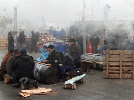 Так гріються на Майдані.
