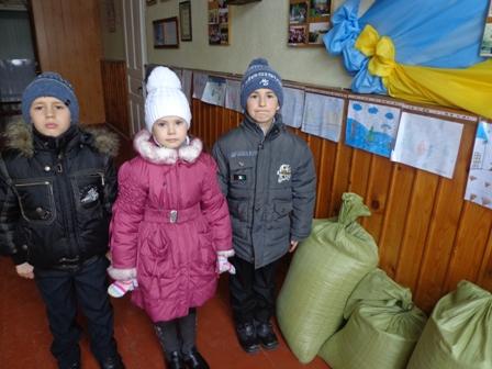 Закуплені корми у мішках. Фото від Олександри Миколаївни Харини, завідувача Чорторийської ЗНЗ І ступеня