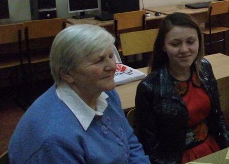 Ольга Усик, вчитель інформатики Вашківецької школи і Галина Гнатишин