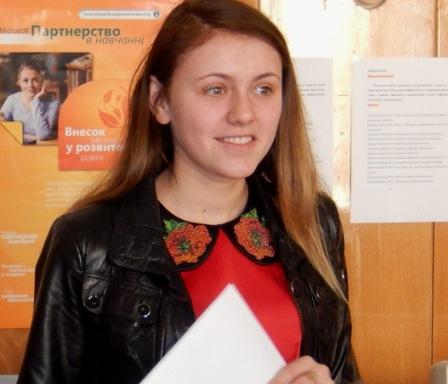 Гнатишин Галина, учениця 11 класу Вашківецької школи представила мистецькі проекти школи
