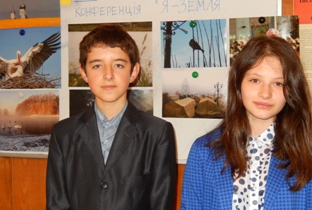 Гімназисти Ростислав Тимофійчук і Александра Чеботар, учні 7 класу  цікавляться астрономією і історією розвитку космічної епохи людства
