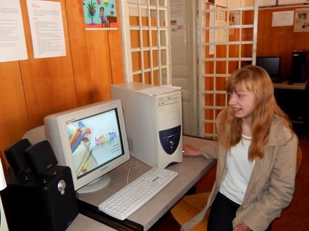 """Тетяна Попович, учениця 9 класу Вашківецької школи презентує свою проектну роботу """"Фрактальна графіка"""""""