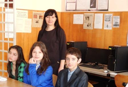 Наталія Гиршвельд, вчитель інформатики Вашківецької школи і учні гімназії №2