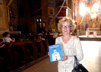 """Купила чудову книгу """"Костел Воздвиження Всечесного Хреста міста Чернівці"""". Тепер читаю..."""