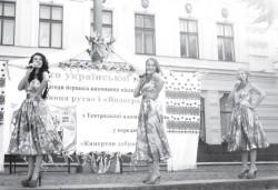 Свято української пісні:44 роки тому на Театральній площі Чернівців уперше лунали «Червона рута» й «Водограй»