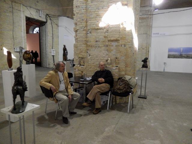 Михайло Горловий з колегою на Великому Скульптурному Салоні
