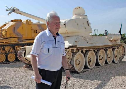 Іон Деген у танковому музеї Ізраїлю