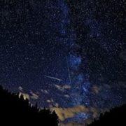 Фото: NASA, Майкл Менефі Літнє небо, сповнене Персеїд