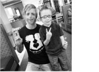 30-річний британець з вродженими генетичними аномаліями створив дитячий фонд на підтримку малюків з таким же діагнозом