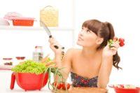 Дієтологи розповіли, яка їжа рятує від складок жиру на животі