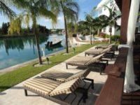 На Багамах відкрився готель для товстунів