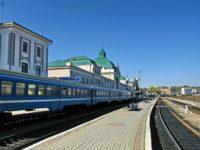 """Залишаємося без поїздів: """"Укрзалізниця"""" зняла потяги з Чернівців до Харкова та Одеси"""