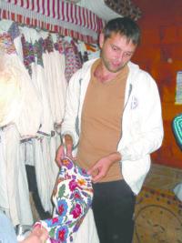 28-річний Богдан ПЕТРИЧУК готує колекцію буковинських одностороїв до демонстрації в Польщі