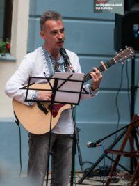 У дворику Ратуші ярмаркували музиканти, співаки й поети від Текстилки та Шепетівки