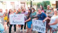У Чернівцях батьки учнів вимагають відкрити школи