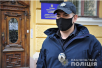 На Буковині всі виборчі дільниці розпочали роботу вчасно та без порушень © Офіційний сайт Національної поліції: https://cv.npu.gov.ua/news/vibori-2020/na-bukovini-vsi-viborchi-dilniczi-rozpochali-robotu-vchasno-ta-bez-porushen/