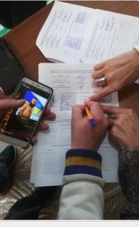 На одній з дільниць у Чернівцях члени ДВК заповнили протокол підрахунку голосів