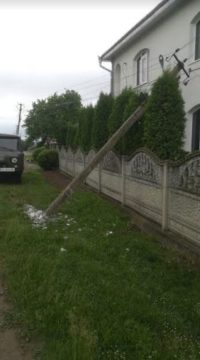 Збив електооопору – відшкодуй: енергетики Буковини відновили 32 опори, пошкоджені під час ДТП