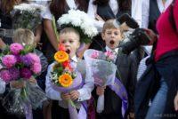 «Допомагайте освіті без пафосу!»:  Батьки українських школярів просять Президента, нардепів і чиновників не йти 1 вересня по школах