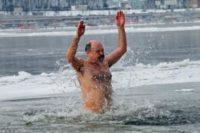 Завтра Водохреща: медики радять як правильно купатися в ополонці