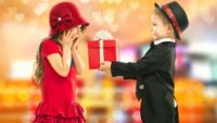 Що подарувати на 8 березня: оригінальні ідеї для коханих жінок