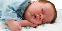 Медики рекомендують спати у повній темряві