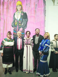 Українські амазонки – з окопів на подіум,  або Всесвітній день вишиванки у країні, яка воює