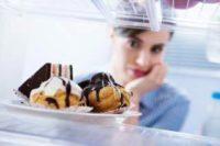 Вчені з'ясували, чому хочеться з'їсти чогось шкідливого