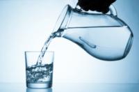 Для чого потрібна склянка води біля ліжка на ніч?