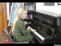 Лариса Бережан співає поезії Олени Теліги